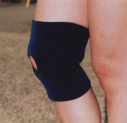 膝サポーターは、どなたでもかんたんに装着できます。