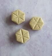 羅布麻の粒は、六角形になっている。
